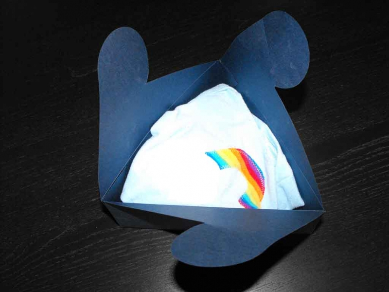 Cutii in forma de triunghi pentru tricouri