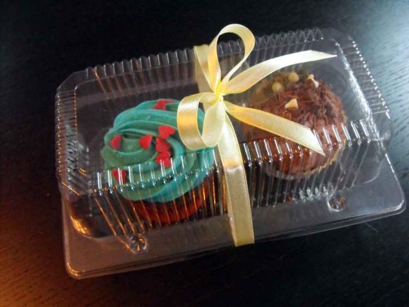 Caserole plastic compartimentate pentru 2 muffins