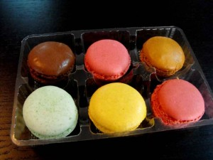 Clear plastic tray insert for 6 macarons