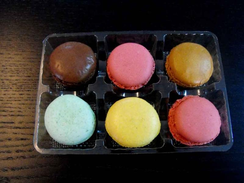 chese-plastic-6-macarons-1055-2