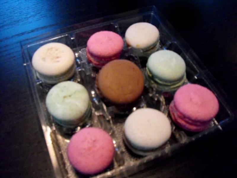 Chese plastic compartimentate pentru 9 Macarons