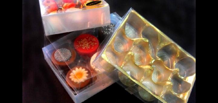 Chese din plastic pentru bomboane asortate martipan