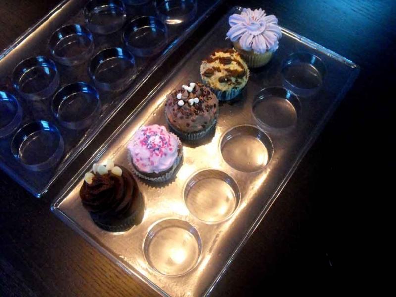 Chese plastic transparent pentru prajituri, cupcakes
