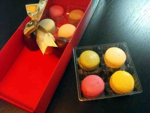cutii-carton-colorat-cu-2-chese-macarons-982-3