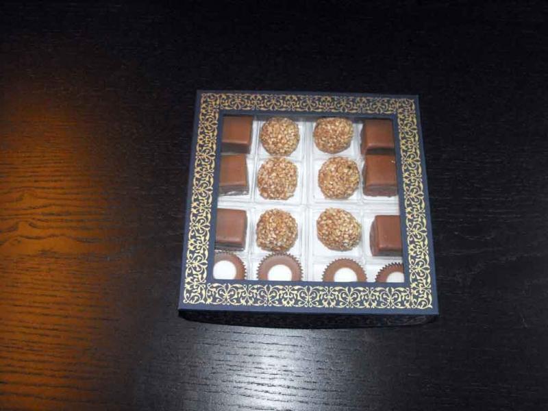 cutii-carton-cu-fereastra-16-praline-asortate-1088-2