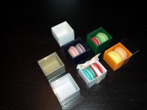 cutii-mici-carton-2-macarons-marturii-nunta-1254-4