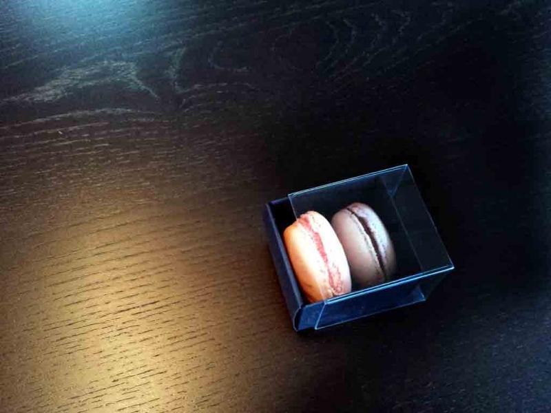 cutii-mici-carton-2-macarons-marturii-nunta-1254-8