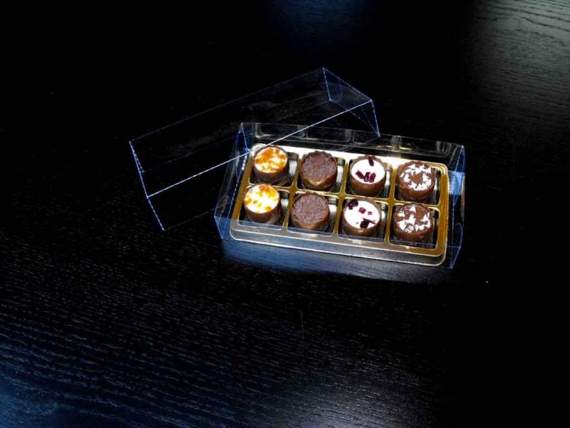 cutii-plastic-cu-chesa-aurie-pentru-8-praline-1418-2