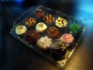 Muffin trays plastic display containers