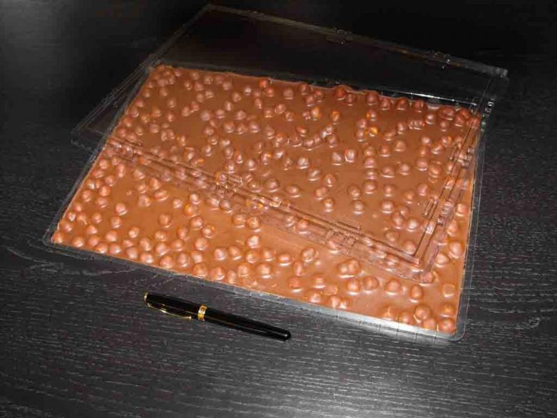 tavi-plastic-pentru-ciocolata-heidi-cu-alune-1379-2