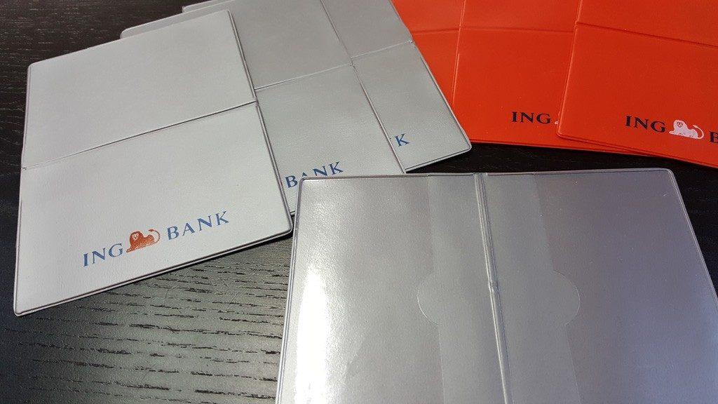 18. Buzunare din plastic transparent sau colorat