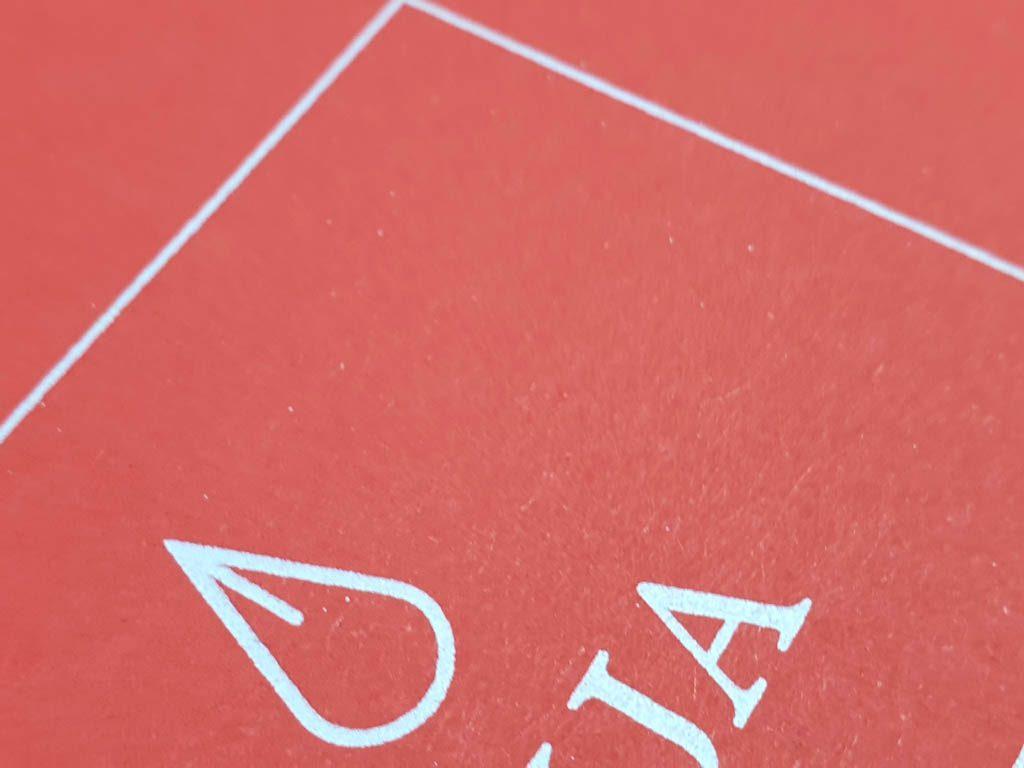 6217-serigrafie alb pe rosu